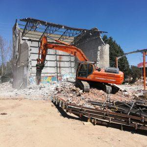 Demolición de edificio de hormigón de Lidl en Palencia