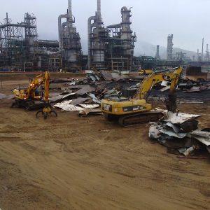Desmantelamiento de tanques en la refinería de Repsol la Pampilla en Lima (Perú)
