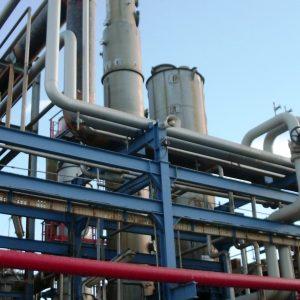 Desmantelamiento selectivo de equipos e instalaciones en la planta de Ube Corporation Europe, S.A.